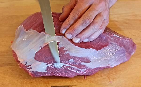 Der Fleischzuschnitt für grob gewolfte Mettwurst
