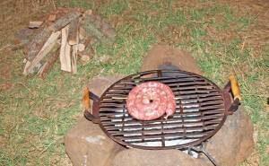 Lammgrillwurst-Schnecke grillen