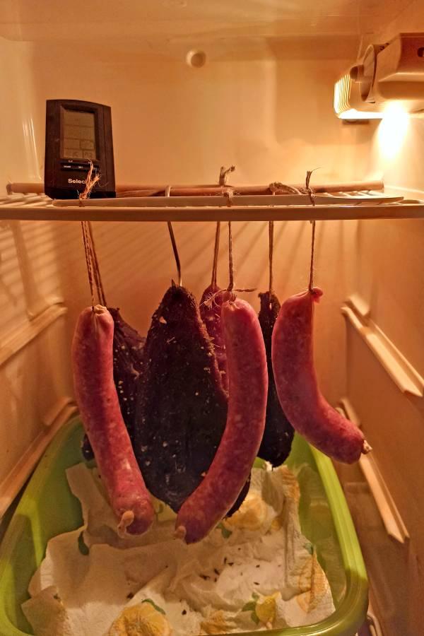 Salami selber machen und im Kühlschrank reifen